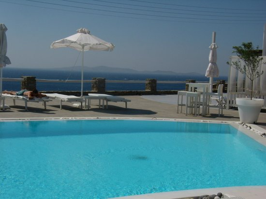 Rocabella Mykonos Art Hotel & SPA: Relaxing by the pool