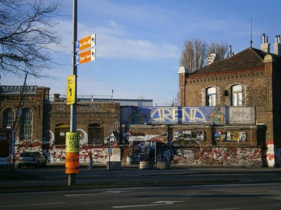 ibis budget Wien Sankt Marx: Arena across hotel