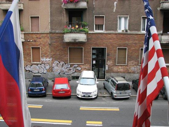 Hotel Gamma: widok z okna od strony ulicy