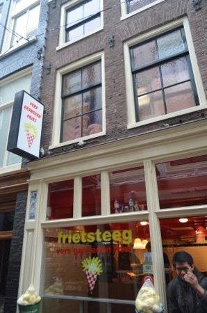 Friet Steeg: Just outside the restaurant
