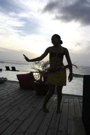 Manuia Beach Resort: Island Night