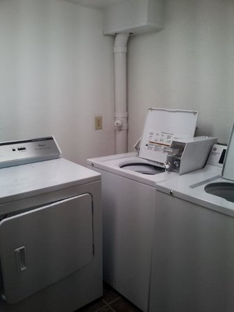 Ramada Plaza Fort Lauderdale: Laundry available
