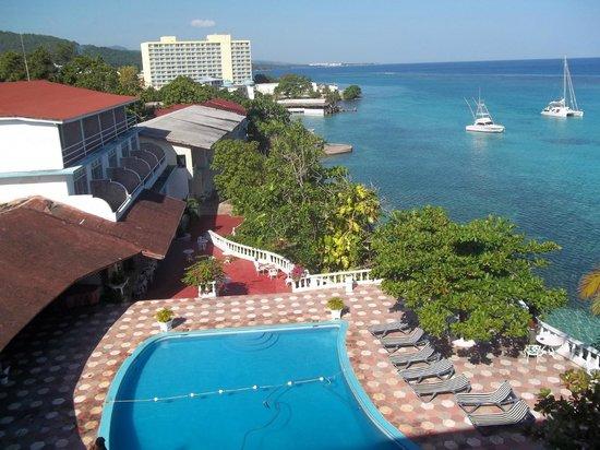 Silver Seas Resort Hotel: Looking West
