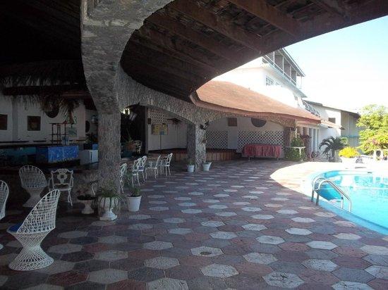 Silver Seas Resort Hotel: Bar&Pool area