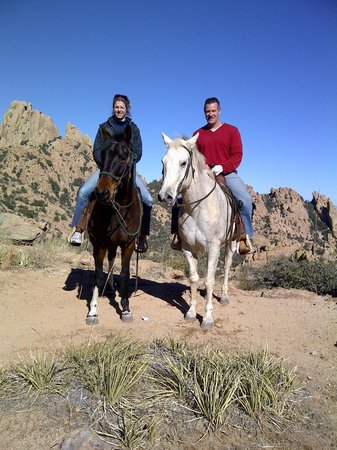Hideout Ranch: Stronghold Mountains