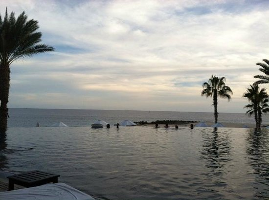 Hilton Los Cabos Beach & Golf Resort: Dusk at the Main Pool - So Relaxing