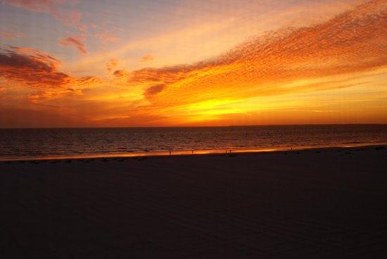 جلف فيو مانور ريزورت: Sunset from the Gulf Manor balcony
