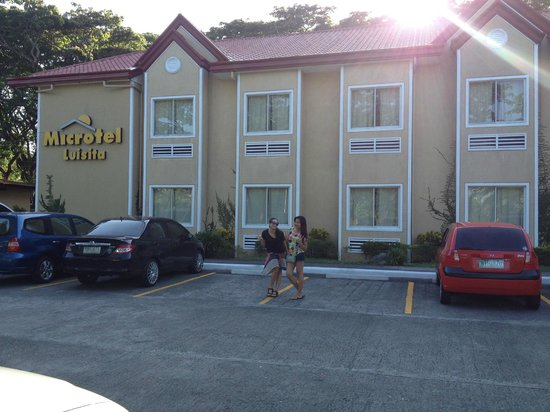 Microtel Inn & Suites by Wyndham Tarlac : facade