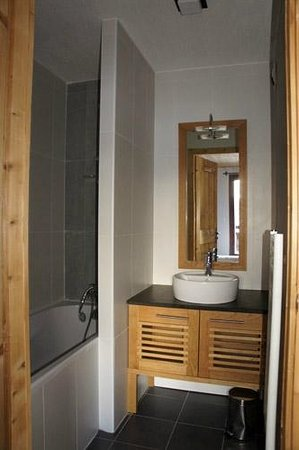 Dormio Resort Les Portes du Mont Blanc : Salle de bain dans l'une des chambres
