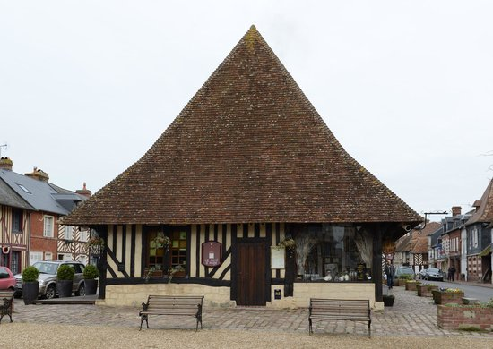 Beuvron-en-Auge, France: Restaurant is located in the former town market