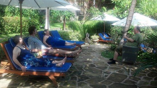 Jepun Bali Villa : Relaxing near the pool
