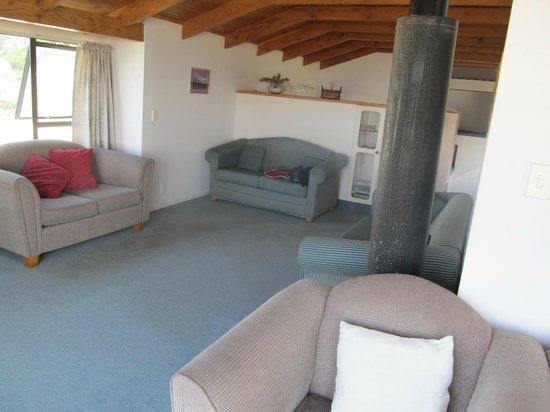 Ocean View Motel: Part of living room