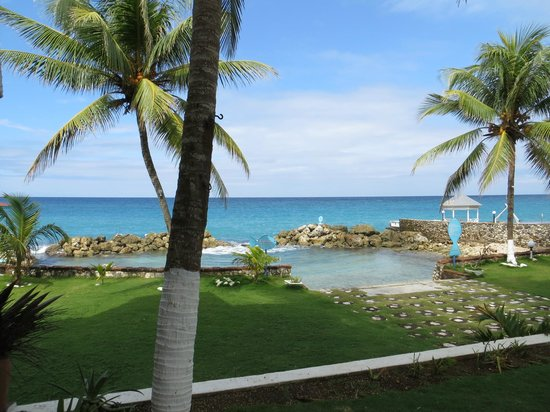 Chrisanns Beach Resort: Beach view off of your front porch/veranda