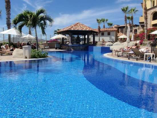 Pueblo Bonito Sunset Beach Golf & Spa Resort: Main Pool Swim-up Bar