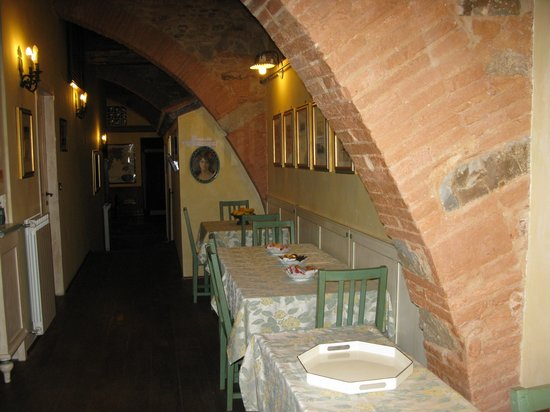 B&B La Casa dei Tintori: Breakfast area in 13th century B&B