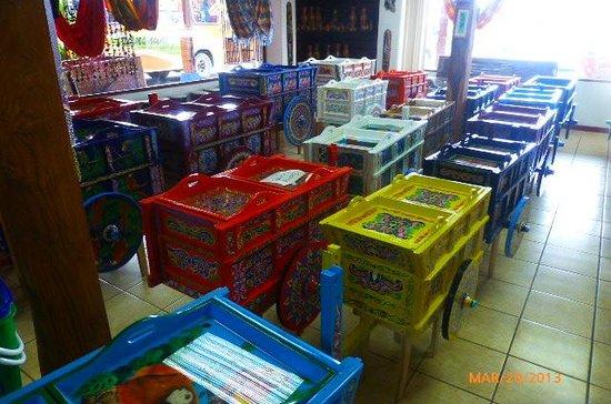 Fábrica de Carretas Eloy Alfaro: painted carts