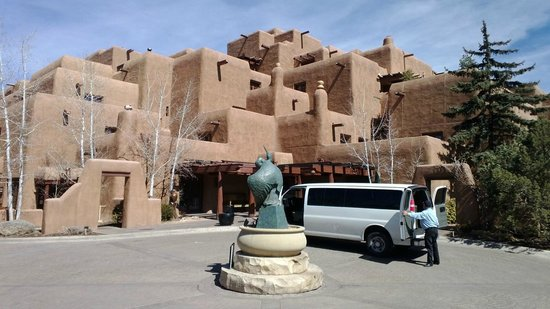 Inn and Spa at Loretto : Gorgeous old Santa Fe style building