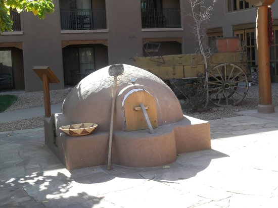 Hyatt Regency Tamaya Resort & Spa: Clay Oven - Bread Baking inside !