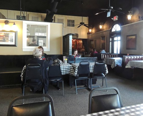 Marina's on the Square: Dining Area