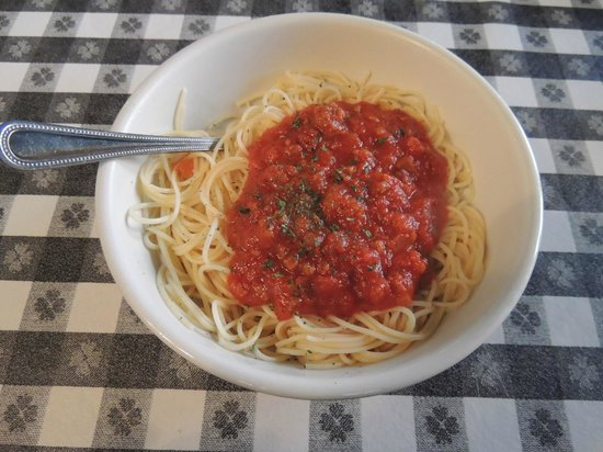 Marina's on the Square: Pasta with meat sauce. molto buon!