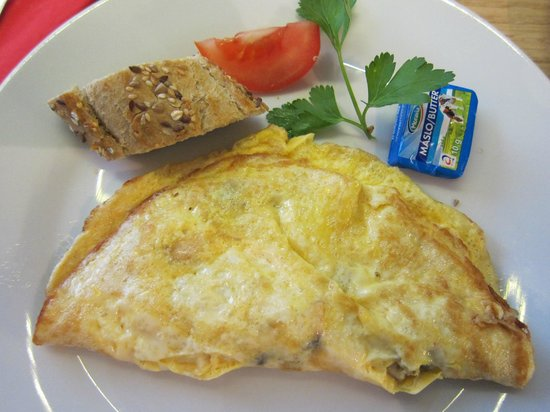 The ICON Hotel & Lounge: Made to order omelette.