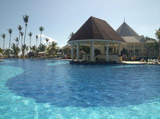 Luxury Bahia Principe Esmeralda: Pool closest to the beach