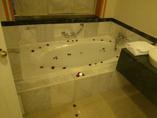 Luxury Bahia Principe Esmeralda: Drawn bath by our butler