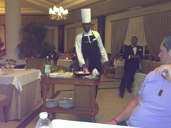 Luxury Bahia Principe Esmeralda: Luis making Banana Foster at the Don Pablo