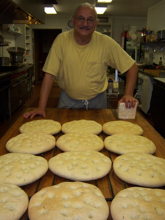 Cafe Cimino Country Inn: chef Tim and his freshly baked focaccia bread