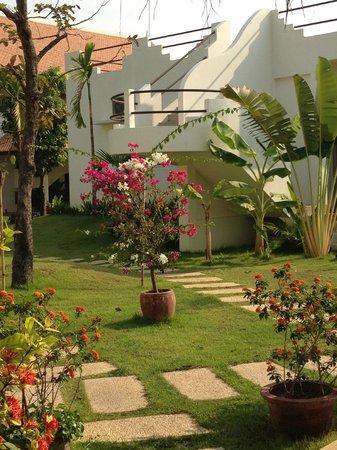 Navutu Dreams Resort & Wellness Retreat: The well-kept grounds