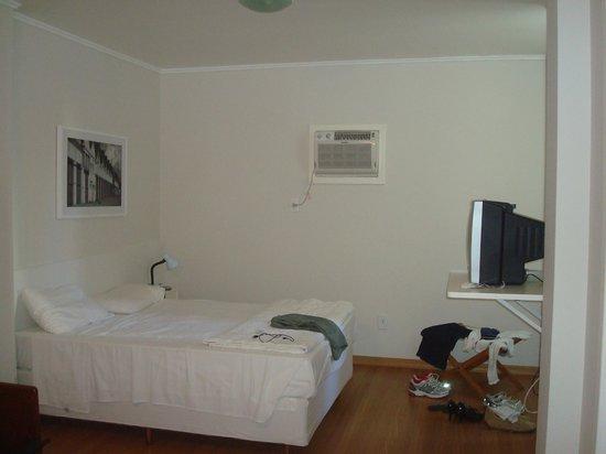 Lido Hotel : O quarto - último andar. Cama confortável!