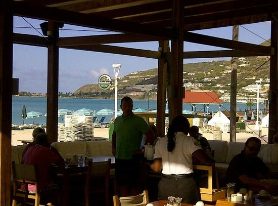 Holland House Beach Hotel: Restaurant overlooking the bay