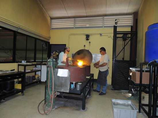 """Treasures of Panama Experience: melting the gold or silver in the form with the """"lost wax"""" method"""