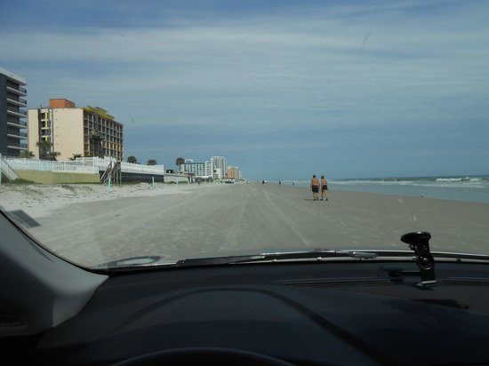 ‪‪Daytona Beach Regency‬: View from car‬