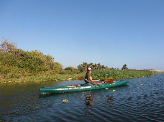 Hotel Arco Iris: Kayaking on the nearby Laguna de Manialtepec.
