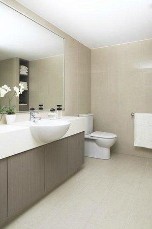 Quality Hotel Sands Narrabeen: Bathrooms