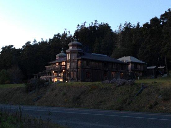 St. Orres: Inn at night