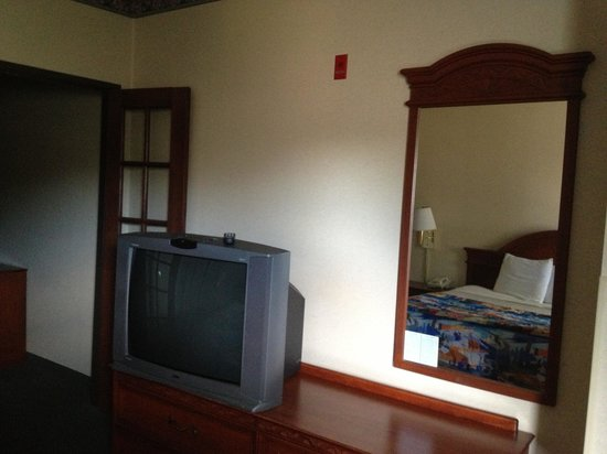 Motel 6 Dallas Northwest : Old old and worn out
