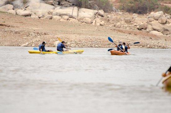 Blue Moon Retreat: Kayaking