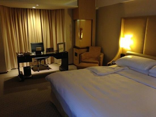 Shangri-La Hotel, Beijing: nice work desk