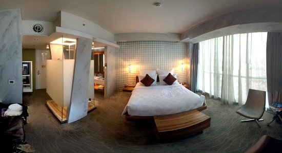 Pullman Jakarta Central Park: Room overall view