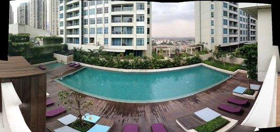 Pullman Jakarta Central Park: Pool area