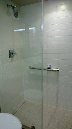 The Madison Washington DC, A Hilton Hotel : Bathroom