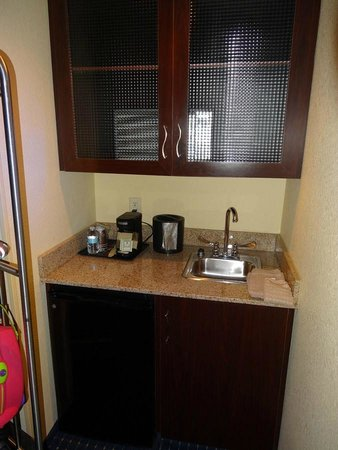 SpringHill Suites Savannah Airport: Kitchenette area
