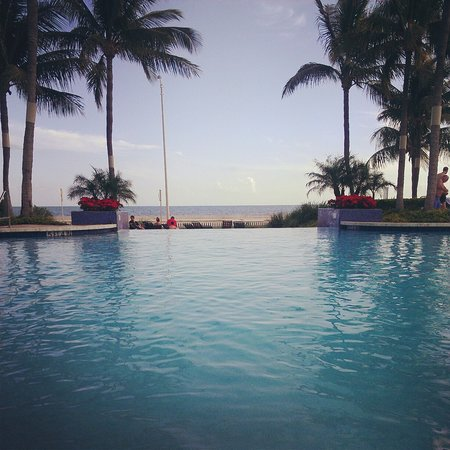 Hyatt Windward Pointe: Infinity pool