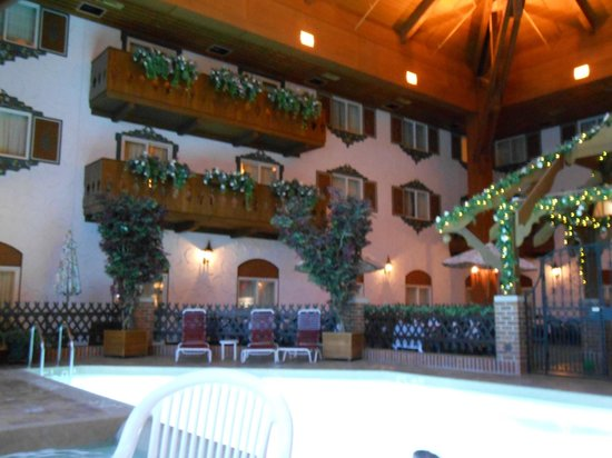 Bavarian Inn Lodge: view in the courtyard