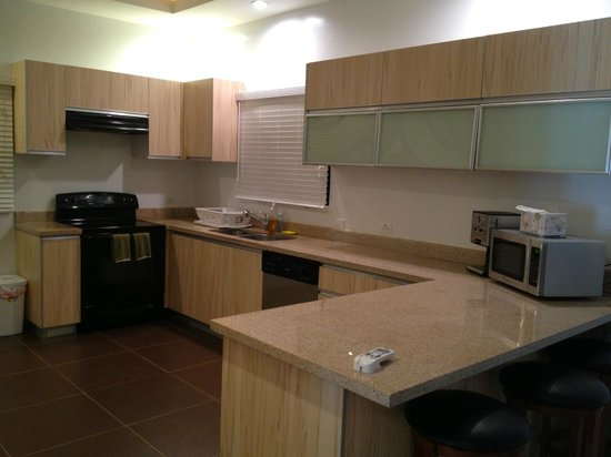 Tumon Bel-Air Serviced Apartments: キッチン