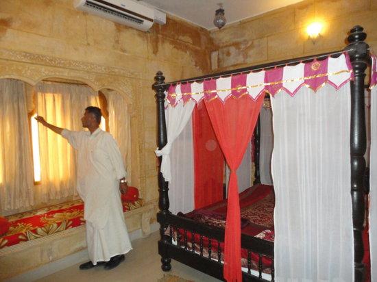 Hotel Royal Haveli: Voici la chambre dans le meme esprit un endroit tres agreable et parfaitement tenu