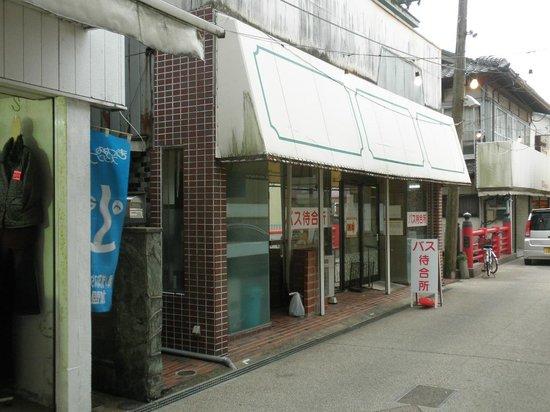 Ikijima: バスの待合所
