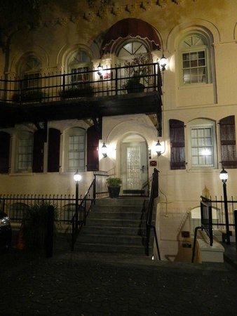 Olde Harbour Inn - River Street Suites: Lovely!